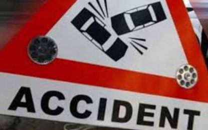 6 persons died & 3 injured after a motor car collided with a lorry