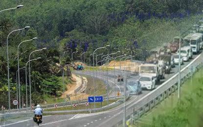 One lakh Vehicles Used Expressways Yesterday (15)