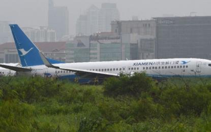 Chinese plane slides off Manila airport runway