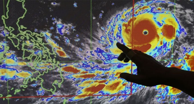 Super Typhoon threatens to hit Hong Kong