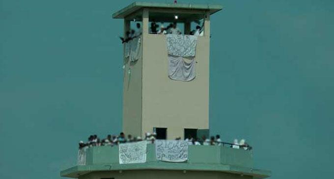 Angunakolapelessa prison detainees called off their protest