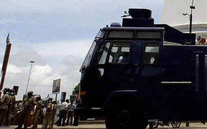 Police use water cannon on teachers' protest