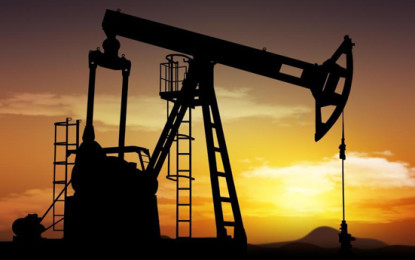 Oil stable as Iran sanctions loom, but trade wars weigh