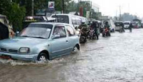 Colombo-Awissawella Road Blocked Due to Heavy Rain
