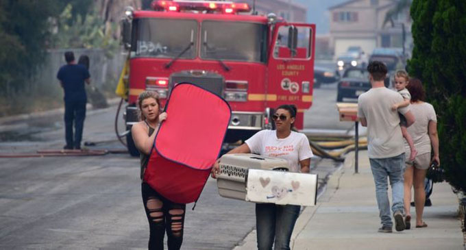 Thousands flee advancing California wildfire