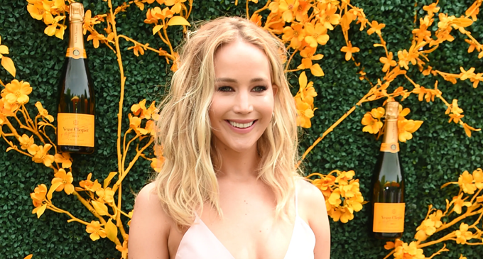 Jennifer Lawrence marries her art dealer fiance
