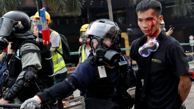 Hong Kong Polytechnic University: Protesters still inside as standoff continues – [IMAGES]