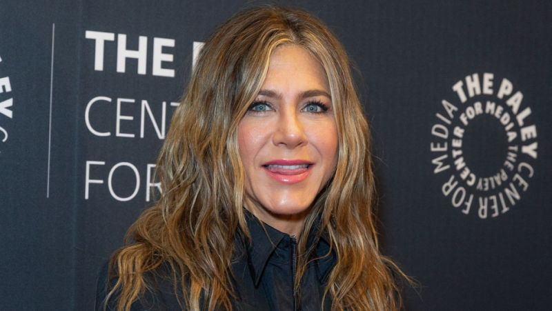 Jennifer Aniston celebrates Thanksgiving with ex-husband Theroux