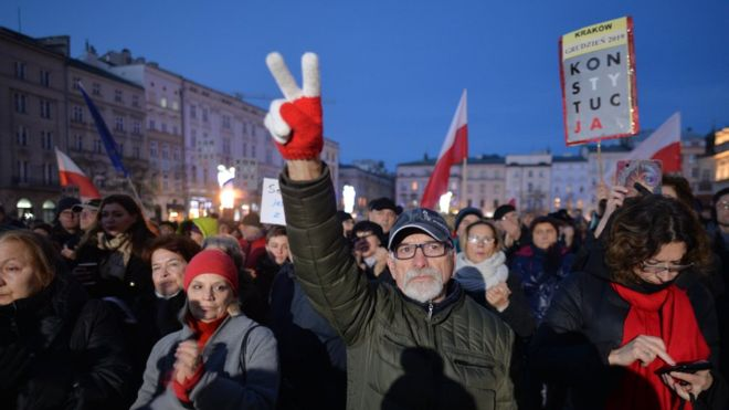 Poland: Thousands rally to support country's judges – [IMAGES]