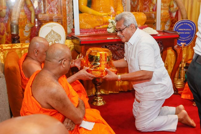 President, PM and new ministers receive blessings from Mahanayakas of Tri-sects