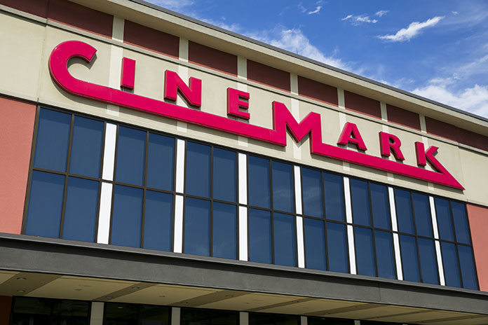 Universal makes historic deal with Cinemark
