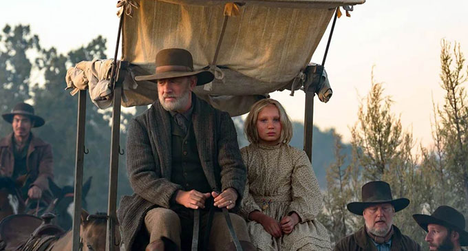 'News of the World' showcases Tom Hanks in an old-fashioned western