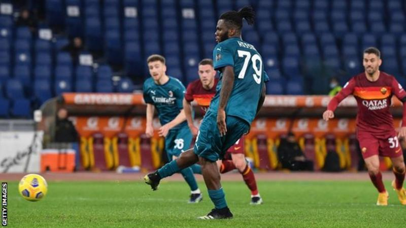 AC Milan beat Roma to maintain pressure on Inter
