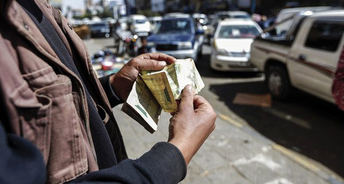Warning of the repercussions of the Yemeni currency collapse [VIDEO]